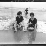 portrait-photo-girls-at-beach-french-photo