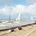 beach_sailboats_004